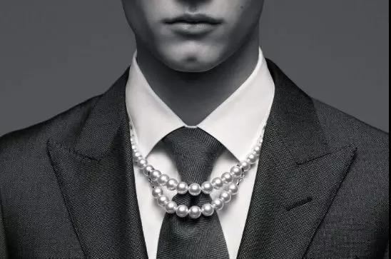 珍珠与银链结合 这个跨界珠宝系列太个性