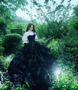 刘亦菲初夏丛林大片,登《 时尚芭莎》!3个时尚元素,引领潮流